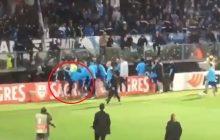 Tego jeszcze nie było. Piłkarz otrzymał czerwoną kartkę przed rozpoczęciem meczu. Kopnął kibica swojej drużyny w twarz [WIDEO]