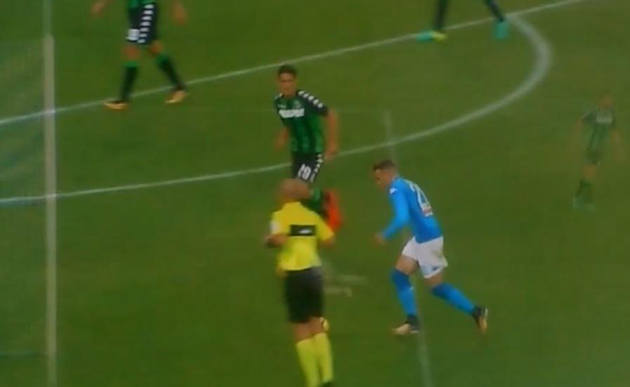 Jakim cudem to nie wpadło? Po strzale reprezentanta Polski piłka odbiła się od dwóch słupków i... trafiła prosto w ręce bramkarza [WIDEO]