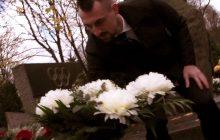 Budujący gest Legii Warszawa. Piłkarze odwiedzili groby klubowych legend na Powązkach [WIDEO]