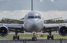 Naukowcy z Polski pracują nad materiałem chroniącym samoloty rażone piorunem. Rywalizują z zespołami z Europy, USA i Japonii