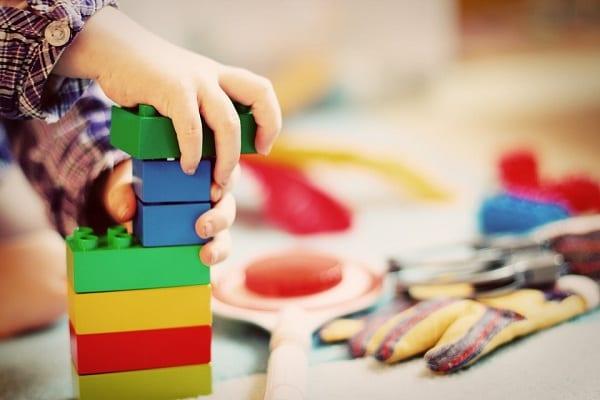 Czym bawiły się dzieci w średniowieczu? Repertuar zabawek jest zaskakująco podobny do teraźniejszości