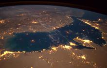 """Astronauta publikuje niesamowite nagrania. Na jednym z nich zarejestrował ognisty meteoryt, który spada na Ziemię. """"Jesteście w stanie go zauważyć?"""" [WIDEO]"""