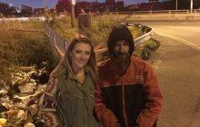Bezdomny oddał kobiecie ostatnie pieniądze. Jej wdzięczność odmieniła jego życie [WIDEO]