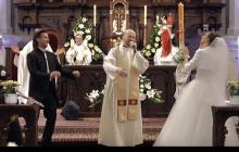 Podczas ślubu w kościele ksiądz... zaczął rapować. Jego występ wzbudził kontrowersje [WIDEO]
