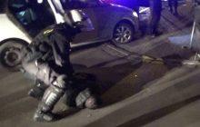 Policjanci chcieli sprawdzić, źle zaparkowane samochody. To co znaleźli w środku zupełnie ich zaskoczyło [WIDEO]
