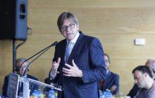 Wiedzieliście, że Guy Verhofstadt otrzymał prestiżowe odznaczenie od państwa polskiego? Jest petycja, by mu je odebrać