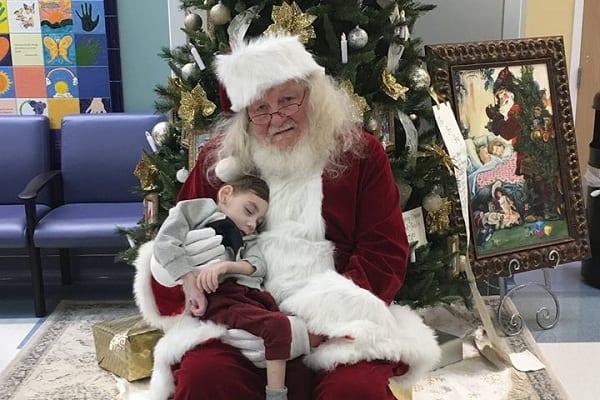 Dwulatek po raz ostatni zobaczył Świętego Mikołaja. Choroba nie pozwoliła mu doczekać prawdziwych świąt