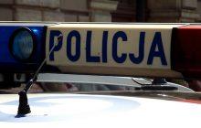 Niecodzienna interwencja krakowskiej policji. Mężczyzna wyskoczył z 4 piętra, spadł na samochód i... poszedł do domu. Obrażeń nie stwierdzono!