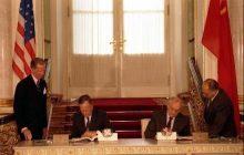 Bush obiecywał Gorbaczowowi, że Polska nigdy nie zostanie przyjęta do NATO? Odtajniono istotne dokumenty!