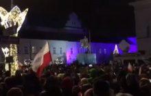 Andrzej Duda doczekał się... kolędy. Odśpiewali ją przeciwnicy reformy sądownictwa na melodię