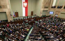 Poseł zdaje relację z obrad Sejmu. Oto, co zrobił polityk Nowoczesnej... po siedmiu minutach od ich rozpoczęcia.
