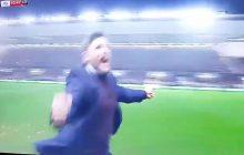 Sensacja w Pucharze Ligi Angielskiej! Manchester United pokonany przez klub z niższej ligi po golu w ostatniej minucie. Trener zwycięzców oszalał! [WIDEO]