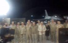 Ciarki przechodzą po plecach. Polscy żołnierze z bazy w Kuwejcie śpiewają kolędę. Razem z nimi Andrzej Duda [WIDEO]