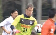 Polski piłkarz grający w Japonii opowiedział, jak podczas imprezy wkopał swojego kolegę z zespołu. Musiał wypić całą szklankę alkoholu.