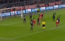 Robert Lewandowski strzela gola dla Bayernu w meczu z PSG. Polak zrobił to... wyjątkowo spokojnie [WIDEO]