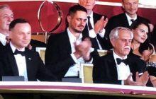 Sympatycy PiS krytykują Dudę za udział w gali Polsatu. Przeoczyli, że razem z nim był czołowy polityk tej partii? [FOTO]