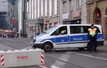To nagranie stało się hitem! Barykad nie można postawić na torach tramwajowych. Jak niemiecka policja rozwiązuje ten problem? [WIDEO]