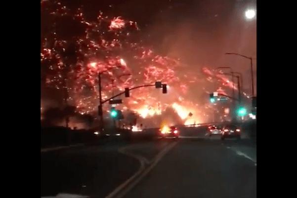 Nagrania jak z apokalipsy. Gigantyczne pożary w Kalifornii, dziesiątki tysięcy ludzi ewakuowanych! [WIDEO]