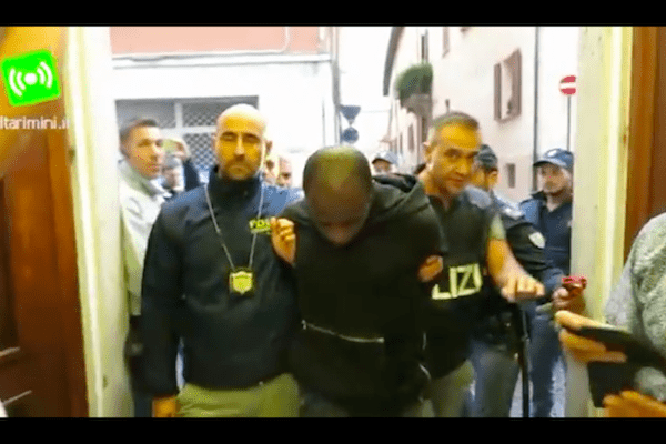 Są zarzuty dla nieletnich sprawców napaści na Polaków w Rimini!