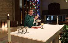 Ksiądz przyjdzie z kolędą, ale najpierw trzeba go zaprosić. Ciekawe rozwiązanie w polskiej parafii