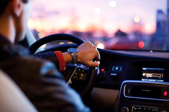Lubisz jeździć mocnym samochodem? Możesz zapłacić nawet 70% więcej za OC!