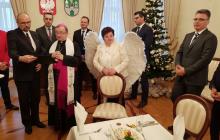 Zaskakujący widok na sesji Rady Miasta. Radna przebrała się za aniołka [FOTO]