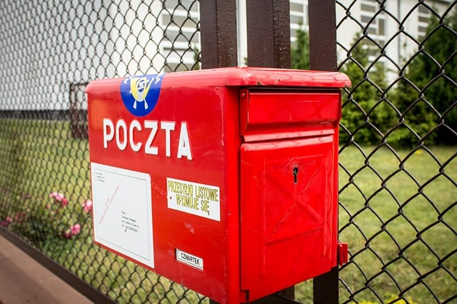 Poczta Polska wprowadziła nowe zasady? Publicysta opisał nietypowe zachowanie listonoszki, która miała doręczyć mu list.