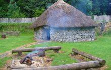 Muzeum Podlaskie wydało książkę o śladach po łowcach i zbieraczach sprzed 7 000 lat. Żyli u zbiegu Narwi i Biebrzy
