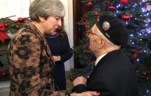 Wzruszająca scena podczas wizyty premier Wielkiej Brytanii w Polsce. W pewnym momencie do mikrofonu podszedł weteran...
