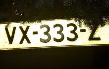 Ukradł tablicę rejestracyjną z... radiowozu. Policjant postanowił z niego zakpić