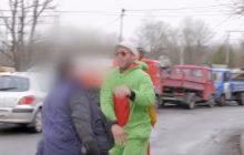 Mieszkający w Polsce amerykański YouTuber skopany przed kamerą.