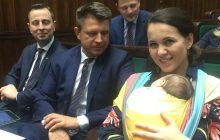 Posłanka Nowoczesnej na posiedzenie Sejmu przyszła z malutkim dzieckiem.