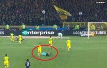 Kuriozalna sytuacja w lidze francuskiej. Sędzia kopnął piłkarza, a następnie... pokazał mu czerwoną kartkę [WIDEO]