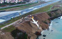 W Turcji samolot spadł z klifu. Nie zahamował na pasie startowym [WIDEO]