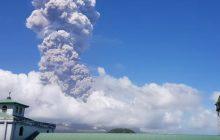 Potężna erupcja wulkanu Mount Mayon na Filipinach! Strefa zagrożenia w promieniu 8 km [WIDEO]