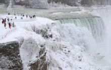 Co za widok! W USA jest tak zimno, że... częściowo zamarzł wodospad Niagara [WIDEO]
