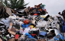 """Dziennikarze """"Sky News"""" ujawnili, że tony plastikowych odpadów z Wielkiej Brytanii trafiają do Polski. Ministerstwo Środowiska odpowiada na zapytanie wMeritum.pl"""