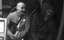 Pobili człowieka i ukradli mu telefon. Policja publikuje nagranie i prosi o pomoc w odnalezieniu sprawców [WIDEO]