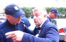 Władysław Frasyniuk zatrzymany przez policję! Wyprowadzono go z domu w kajdankach o 6 rano