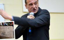 Paweł Kukiz przeprasza za wprowadzenie Narodowców do Sejmu! Poszło o kontrowersyjny transparent podczas pikiety przed Pałacem Prezydenckim [FOTO]