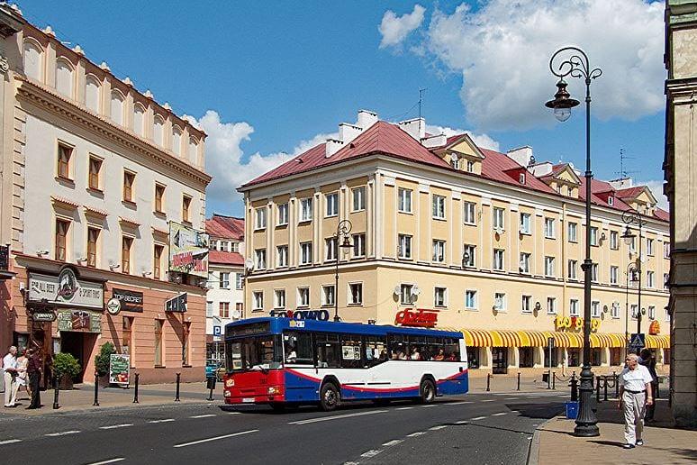 Atak nożownika w Lublinie! Dźgnął dwie osoby na ulicy, jedna z nich zmarła