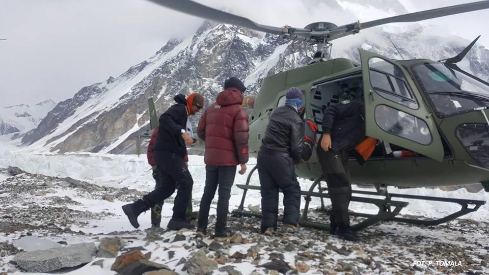 Rafał Fronia ewakuowany z bazy pod K2. Helikopter zabrał go do szpitala w pakistańskim Skardu