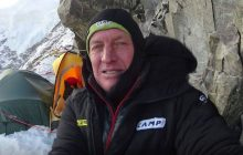 Denis Urubko wraca z bazy pod K2 sto kilometrów na piechotę. Krzysztof Wielicki przekazał szczegółowe informacje nt. jego wędrówki