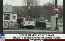 Samochód staranował ogrodzenie Białego Domu! [WIDEO]