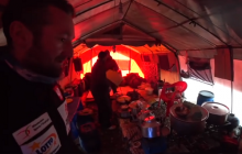 Członek wyprawy na K2 opublikował ciekawe nagranie. Pokazał, jak wygląda baza polskiej ekipy od środka [WIDEO]