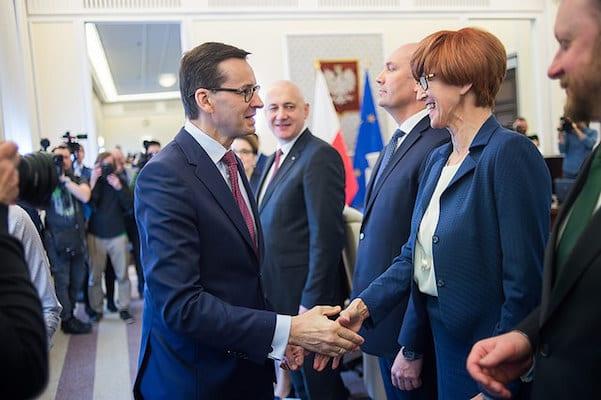 Złe wieści dla Mateusza Morawieckiego? Najnowszy sondaż przyniósł pogorszenie notowań rządu!