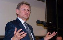 Leszek Balcerowicz krytykuje pensje ministrów.