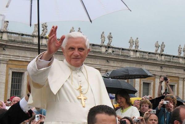 Benedykt XVI świętował 91. urodziny. Gwardia Szwajcarska przygotowała specjalny prezent