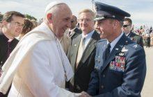 Ksiądz ujawnia słowa Franciszka. Skrytykował młodych duchownych jeżdżących drogimi autami.