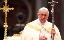 Papież Franciszek skrytykował osoby, które noszą krzyże jako